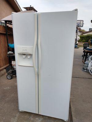 Frigidaire refrigerator for Sale in Stockton, CA