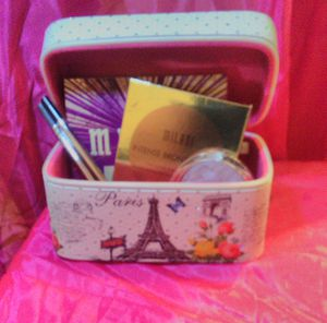 Makeup box with makeup included for Sale in Taylor Landing, TX
