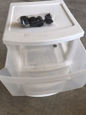 3-drawer Sterilite plastic chest with wheels for Sale in Houston, TX
