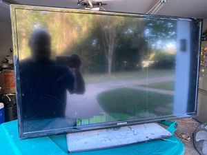 Broken 32 inch Samsung TV for Sale in Duncanville, TX