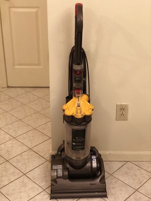 Dyson dc33 vacuums mint condition for Sale in Blackwood, NJ
