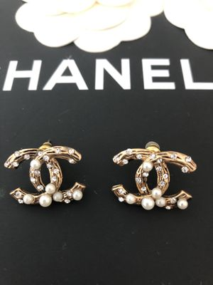 CC Earrings with Crystal and pearls for Sale in New York, NY