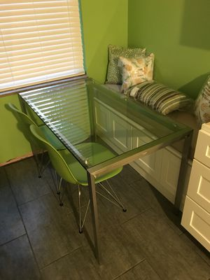 Modern glass dining table for Sale in Grosse Pointe Park, MI