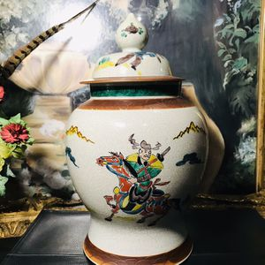 Rare Unique Asian Vase With Lid for Sale in Flowery Branch, GA