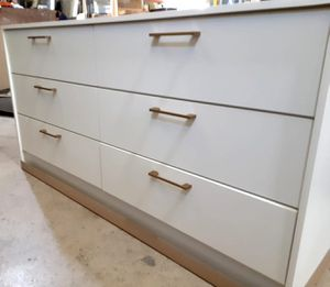 New dresser with gold Handles for Sale in Pompano Beach, FL