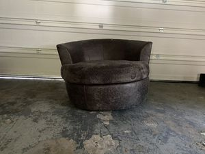 Round chair from Value City for Sale in Harrisburg, PA