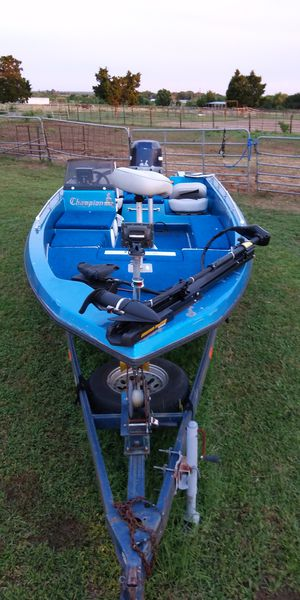 Champion Bass boat Evenrude 150 motor runs good tags good for Sale in Bartlett, TX
