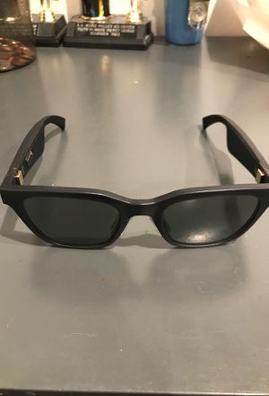 Bose Frames. Audio sunglasses with open ear headphones, black with Bluetooth connectivity for Sale in Los Angeles, CA