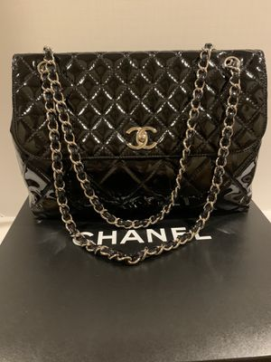 Chanel maxi large patent leather flap bag - black /silver AUTHENTIC for Sale in La Jolla, CA