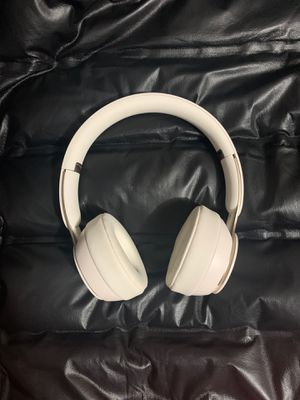 White solo pro beats $130 for Sale in Los Angeles, CA