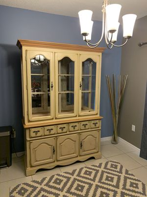Dining room hutch/China Cabinet for Sale in Davenport, FL
