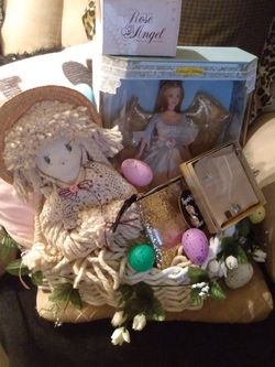 Beautiful Big White Wicker Heart Basket Filled With Lots Of Good Stufu for Sale in North Las Vegas,  NV