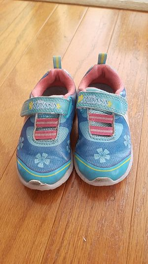 Girl toddler moana shoes sz 6 for Sale in Imperial, MO