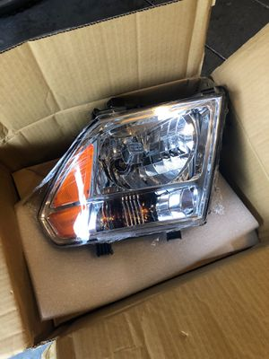 Headlight Front Lamp for 05-07 Nissan Pathfinder/Frontier Driver Left & Right for Sale in Clermont, FL