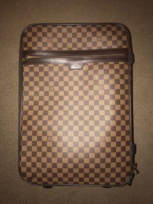 100% Authentic Louis Vuitton PEGASE 55 With garment bag, cover, lock&keys, original receipt, luggage tag for Sale in Las Vegas, NV