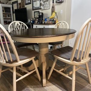 4 Chair kitchen table for Sale in Virginia Beach, VA