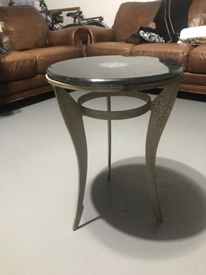 Small table for Sale in Detroit, MI