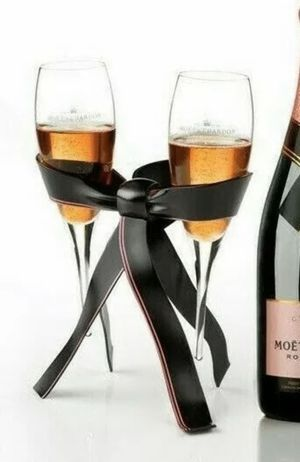 RARE Moet & Chandon Tie For Two Rosé Collection Champagne Glass Holder Rack Stand for Sale in Gresham, OR