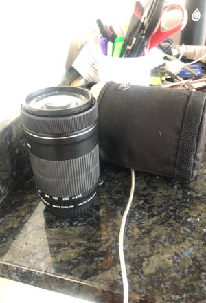 Canon 55-250 mm lens with lens bag for Sale in Las Vegas, NV