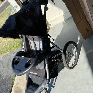 Baby trend Jogging Stroller- Needs New inner-tubes for Sale in Riverside, CA