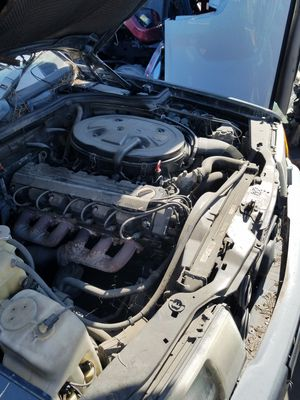 87 Mercedes 300e for parts only for Sale in Gardena, CA
