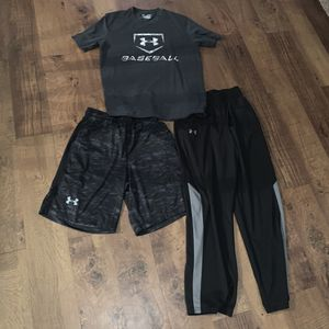 Like new under armour men's size medium clothes for Sale in Plano, TX