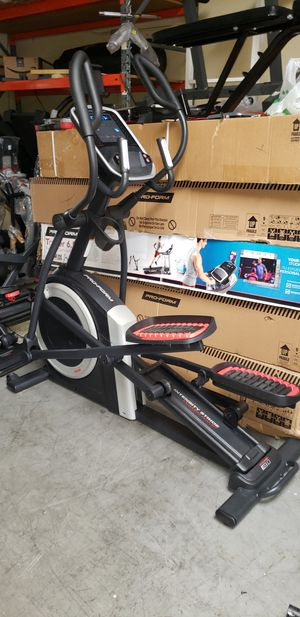 Pro-form Coachlink E9.0 elliptical 350lbs weight Capacity great cardio machine for your home gym for Sale in Anaheim, CA