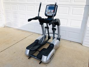 Elliptical Trainer - Cardio - True Commercial Grade Machine - Running - Work Out - Gym Equipment for Sale in Woodridge, IL