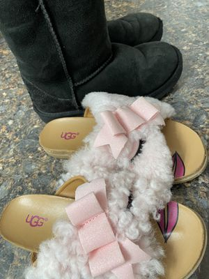 UGG pink fuzzy sandals/slippers UGG black boots size 1 for Sale in Lawndale, CA