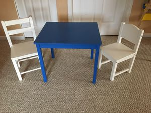 Kid toddler table and two chairs for Sale in Aurora, IL