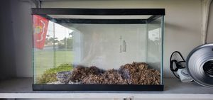 20 gal tank with lid and accessories.$30 for Sale in Miami, FL