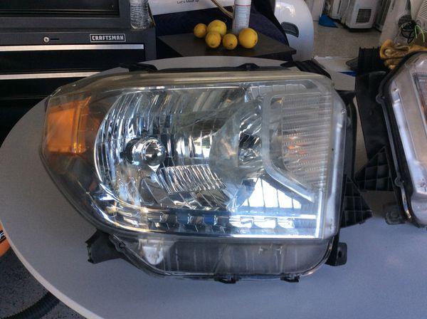 2015 Toyota Tundra Headlight set for $210 dollars