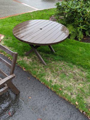 Free outdoor patio furniture for Sale in Kirkland, WA