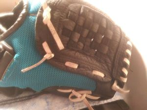 Rawling baseball glove for kids 10 1/2 inches for Sale in Miami Gardens, FL