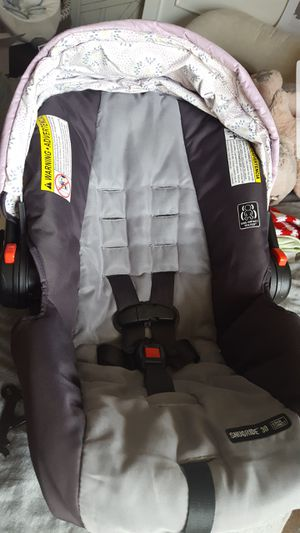 Graco click connect car seat comes with bas for Sale in Philadelphia, PA