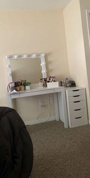 Vanity mirror for Sale in Lakeland, FL