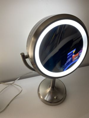 Vanity lighted makeup mirror (like NEW) for Sale in Elkridge, MD