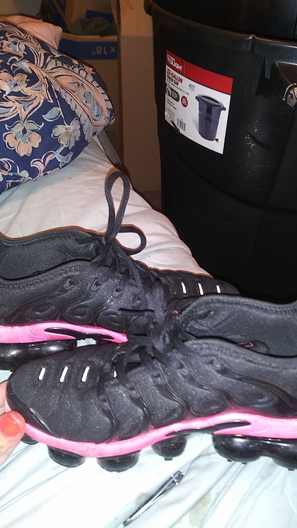 Women's Hot Pink & Black Nike Air VaporMax Plus Size-US 2 Size-UK 4 Size-EUR 36 Size-CM 22.5