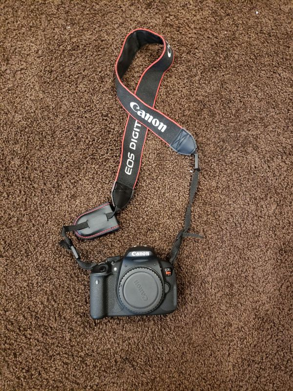 Canon T5i w/lense and carrying case