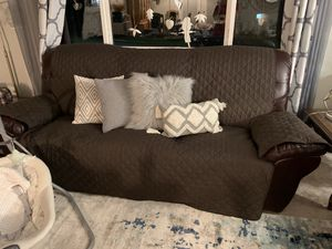 2 FREE ELECTRIC RECLINING COUCHES for Sale in Lake Stevens, WA
