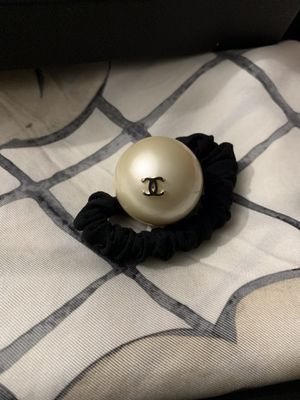 Chanel large pearl hair tie for Sale in Duluth, MN