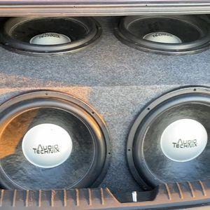 4 -15s T1500 Rockford Amp $700 for Sale in Edna, TX
