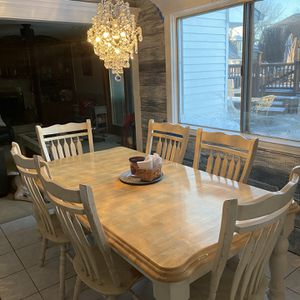 """Farmhouse Kitchen Table and 6 Chairs Table Size:78""""Lx41""""Wx30""""Tall Includes 18"""" Removable Leaf Chair Size:42""""Tallx22""""W for Sale in Roselle, IL"""