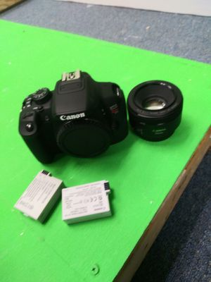 Canon t5i with 50mm prime lens, battery, charger and camera bag for Sale in Belle Isle, FL