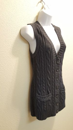 Gap Charcoal Cable Knit Button Up Sweater Vest- M for Sale in Las Vegas, NV