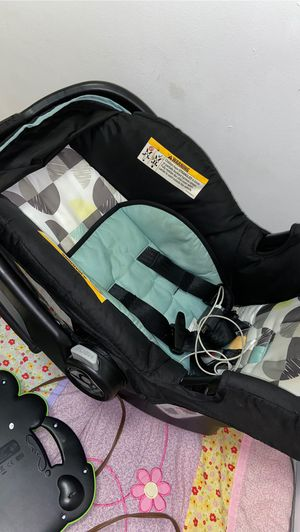 Baby car seat infant with base for Sale in Southington, CT