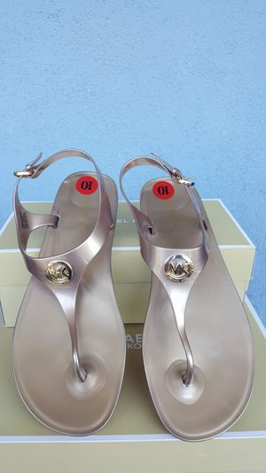 New Authentic Michael Kors Women's Goldtone Sandals Size 10 ONLY for Sale in East Los Angeles, CA