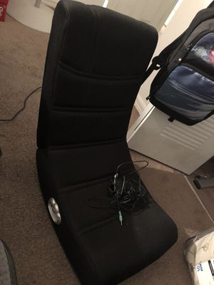 Kids chair w/built in speakers for Sale in Miami, FL
