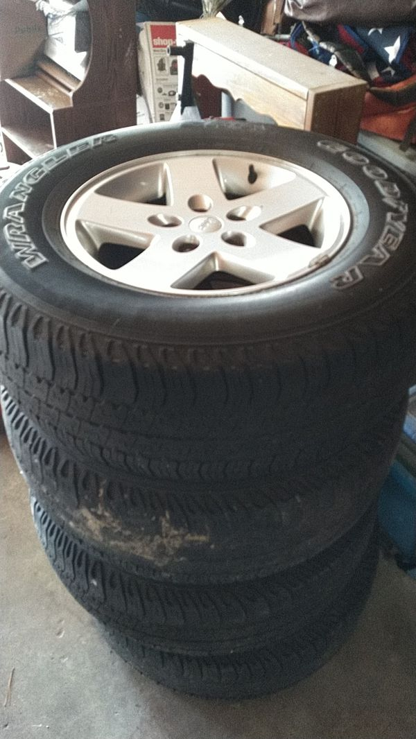 4 jeep Wrangler wheels and tires