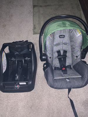 Infant car seat for Sale in Stockbridge, MI
